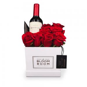 caja de rosas con vino mediana
