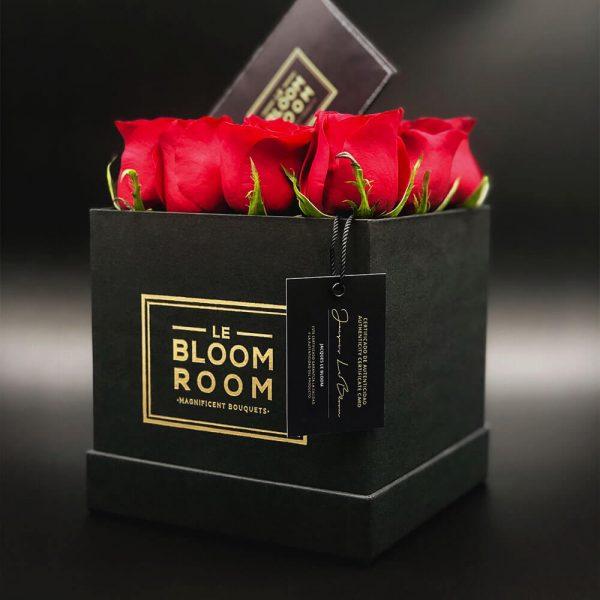 caja negra de 12 rosas rojas