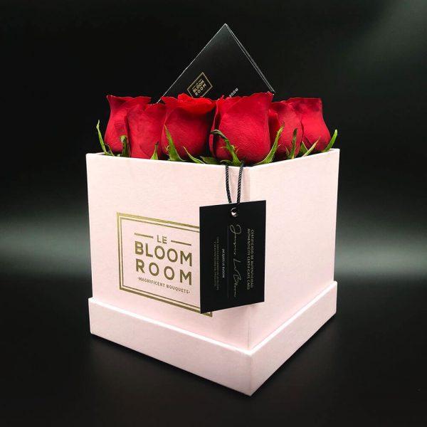 caja rosa de 12 rosas rojas