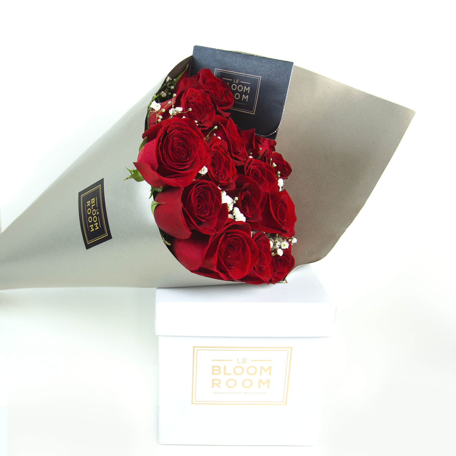 ramo de 24 rosas rojas en cono dorado