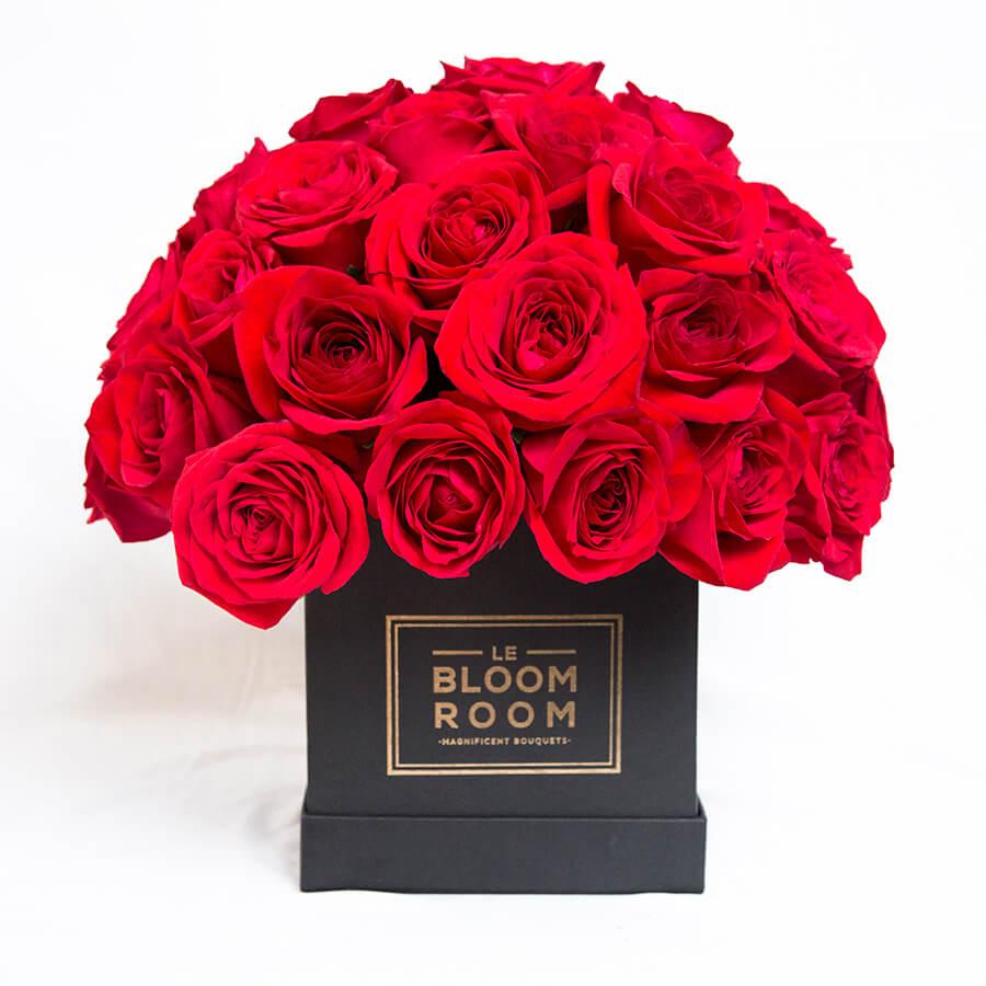 Arreglo floral con rosas rojas