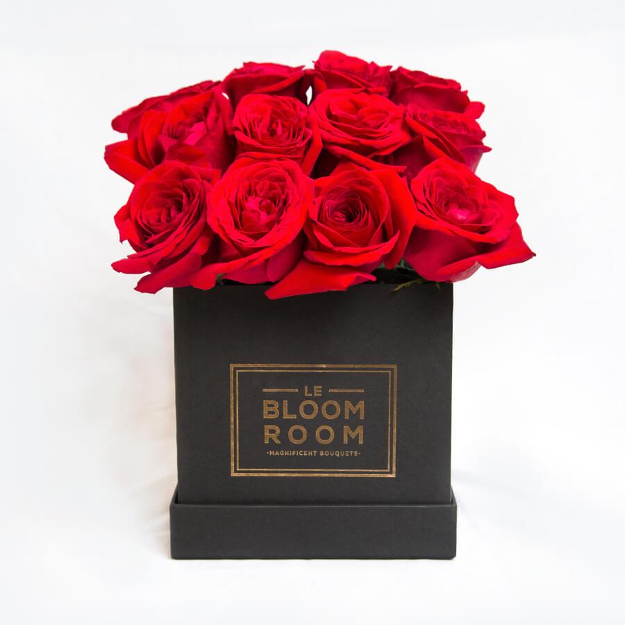 Caja negra rosas rojas