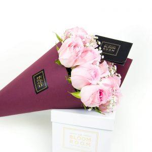 ramo de 12 rosas en cono vino