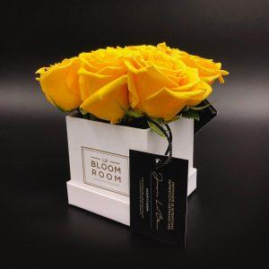 caja chica blanca 6 rosas amarillas