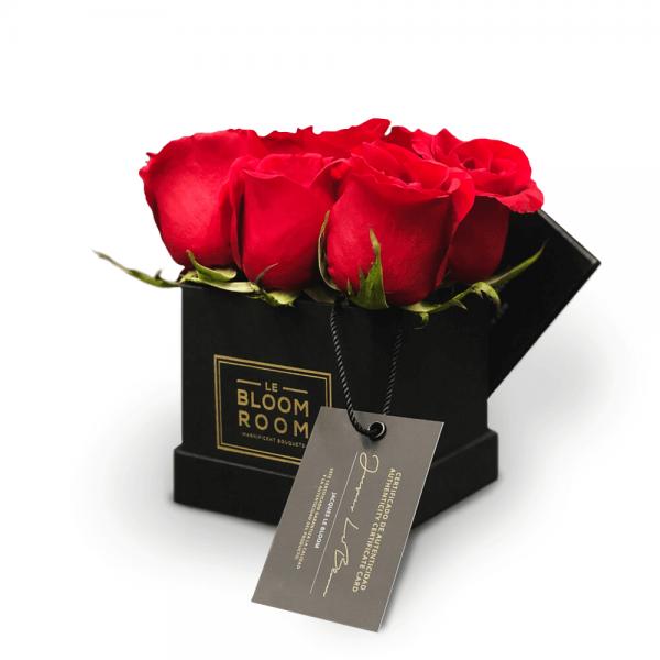 caja mini negra 6 rosas rojas