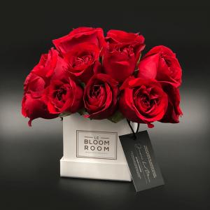 caja mini blanca rosas rojas en esfera