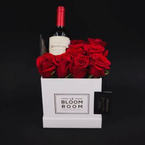 caja blanca 10 rosas rojas con vino tinto